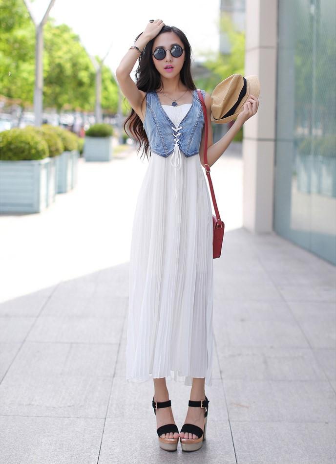Длинное платье с джинсовой жилеткой
