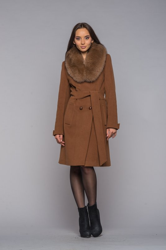 Кашемировое пальто с меховым воротником (50 фото)  из чернобурки c4effc73a6d6d