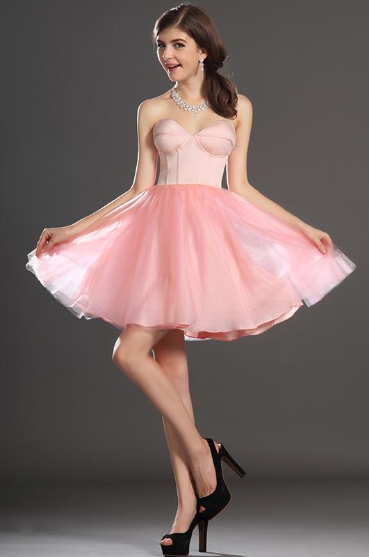 Розовое платье короткое с пышной юбкой