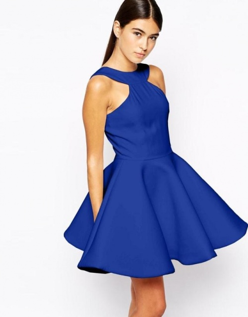 Платье с пышной юбкой без рукавов