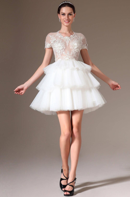 Короткое белое пышное платье