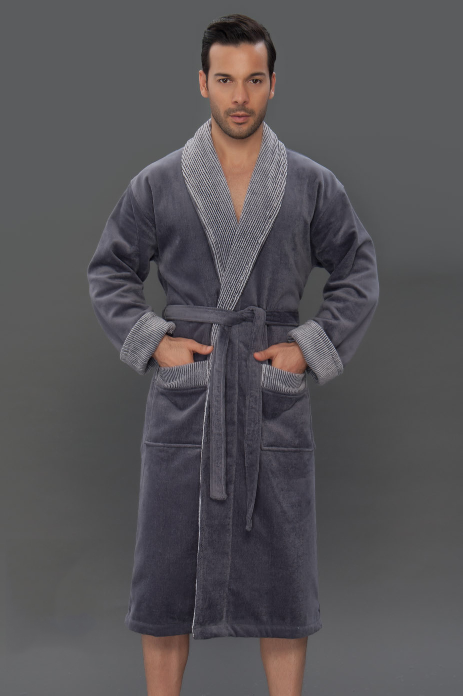 caaced45cb779 Можно последовать существующей нынче модной традиции, и подарить  двусторонний махровый халат. Такая вещь ценна отсутствием открытых швов, ...