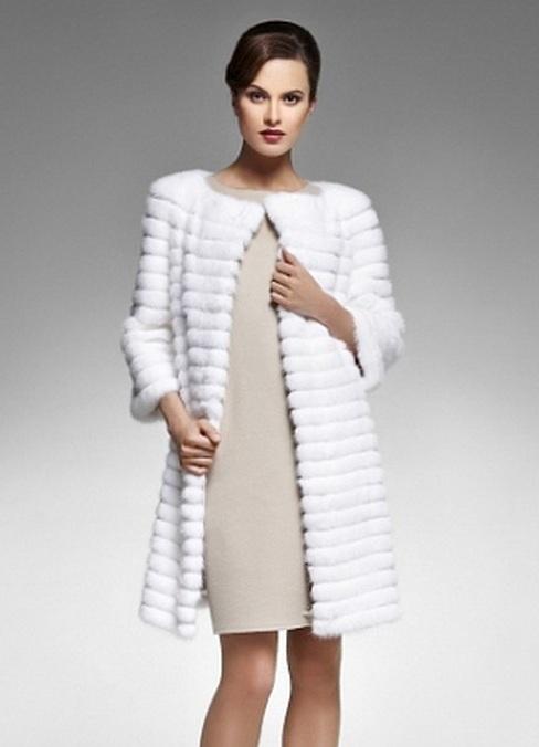 С чем носить вязаную норку пальто