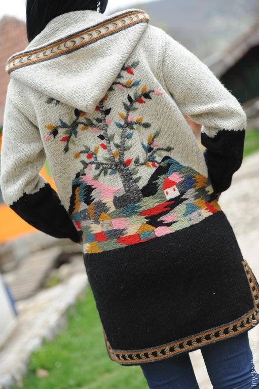Трикотажное пальто с вышивкой 1