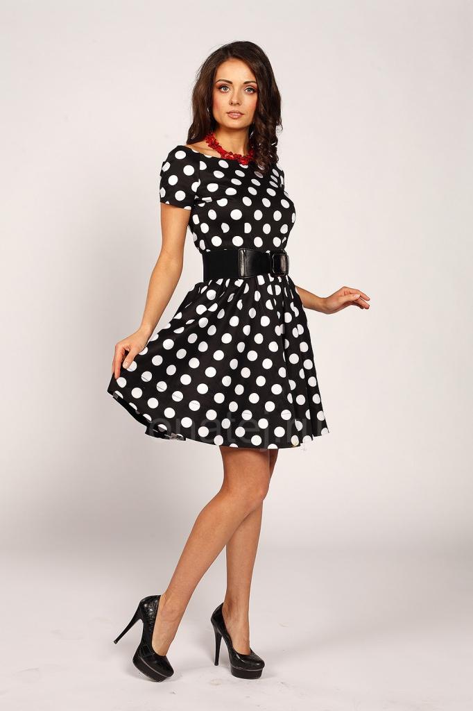 Черное платье с черным кружевом