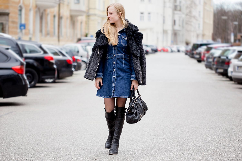 С чем носить джинсовое платье (43 фото): как носить, с какой обувью носить, с кроссовками, с кедами