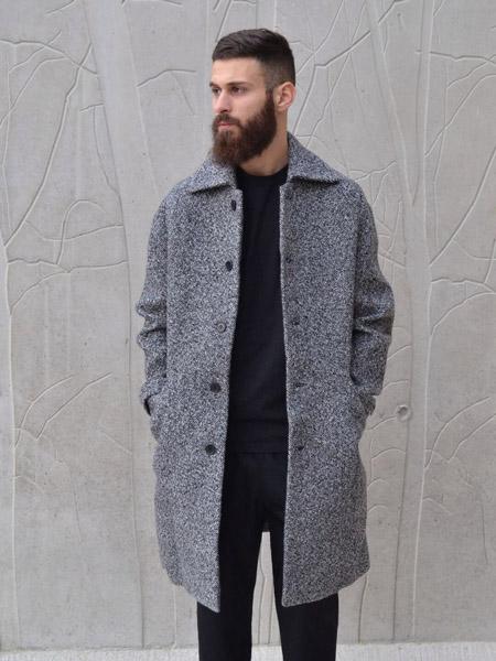 фото серое мужское пальто