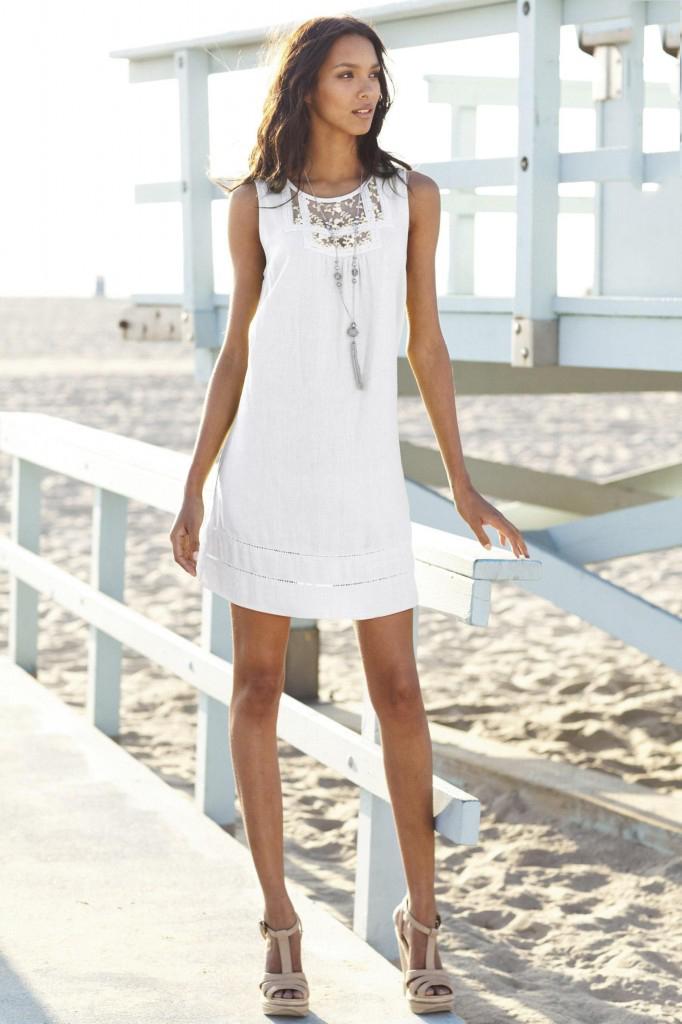 Платье из льна белое