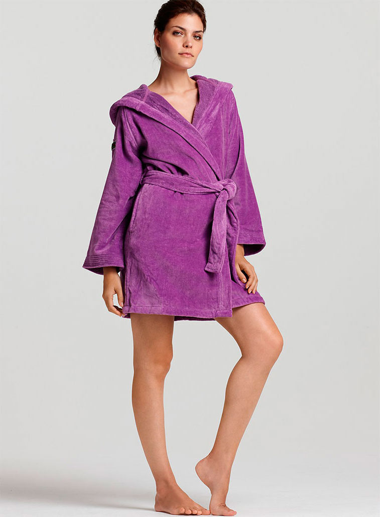 ae2c46dc81486 Женский махровый халат с капюшоном (35 фото): длинный, банный, на ...