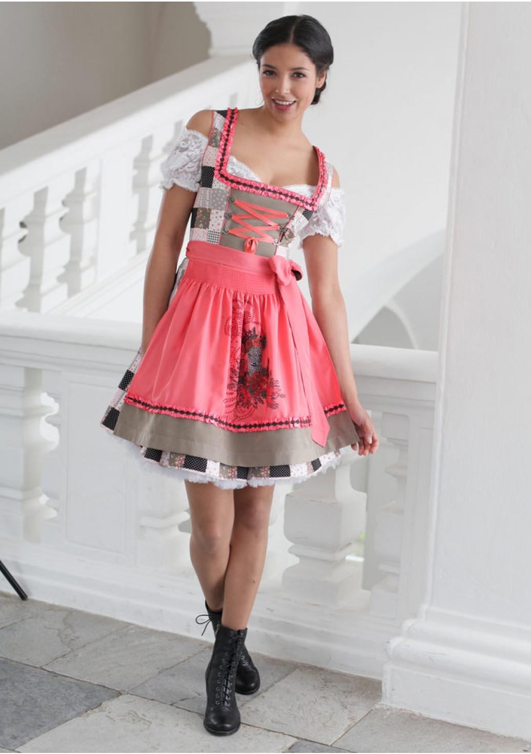 Платье в баварском стиле
