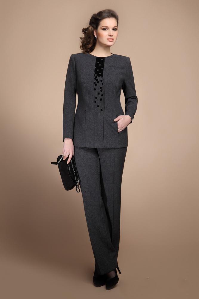 Куплю женский деловой костюм