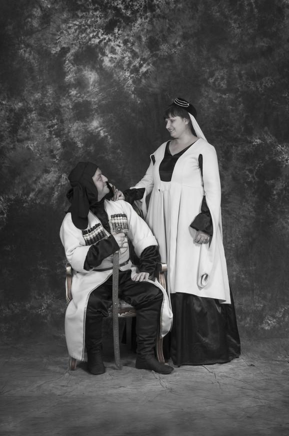 В начале двадцатого столетия все меньше жителей Грузии носили национальный  костюм. Поэтому многие местные дизайнеры старались внедрить элементы ... ea83ac7953f