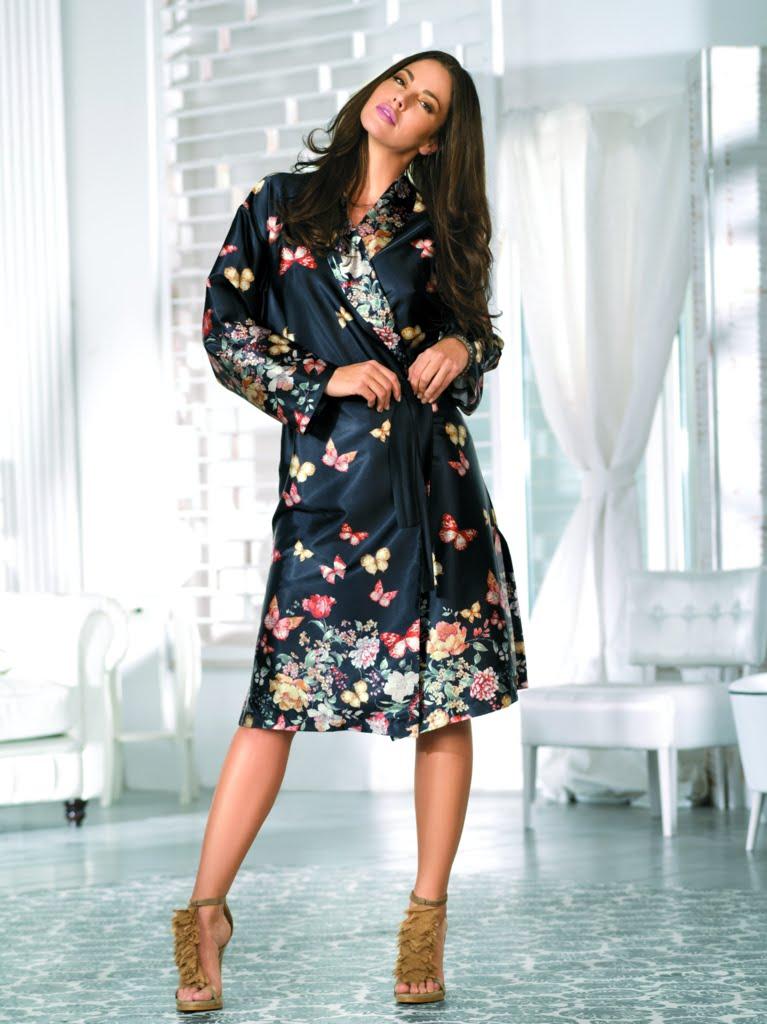 061de9d335fb Халат (104 фото): красивые женские модели, с ушками, с запахом, элитные,  пляжные, плюшевые, Nic Club