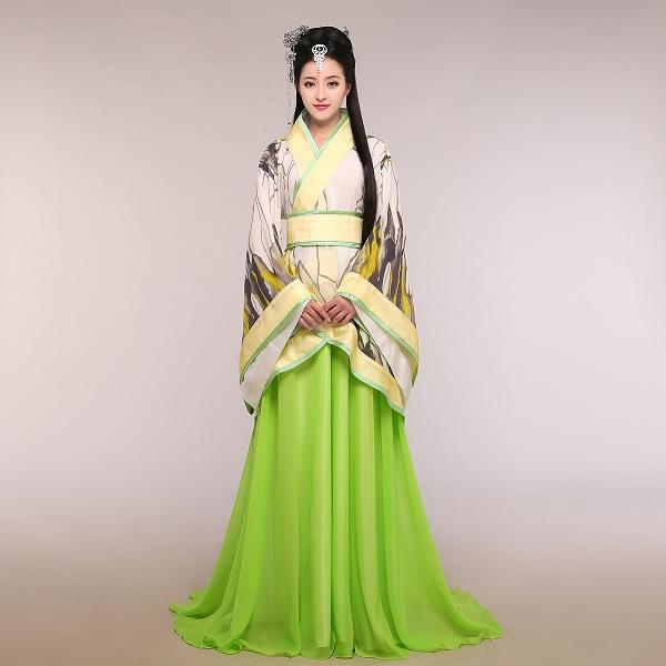 В эти времена древний костюм Ханьфу считался традиционной одеждой китайского  императора и его семьи. 5f30110ad73fe