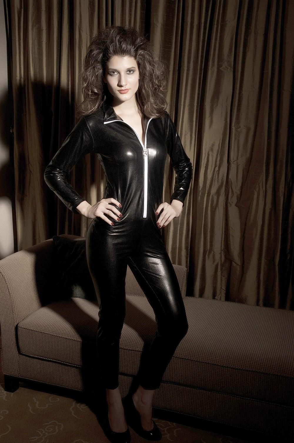 женский кожаный костюм фото