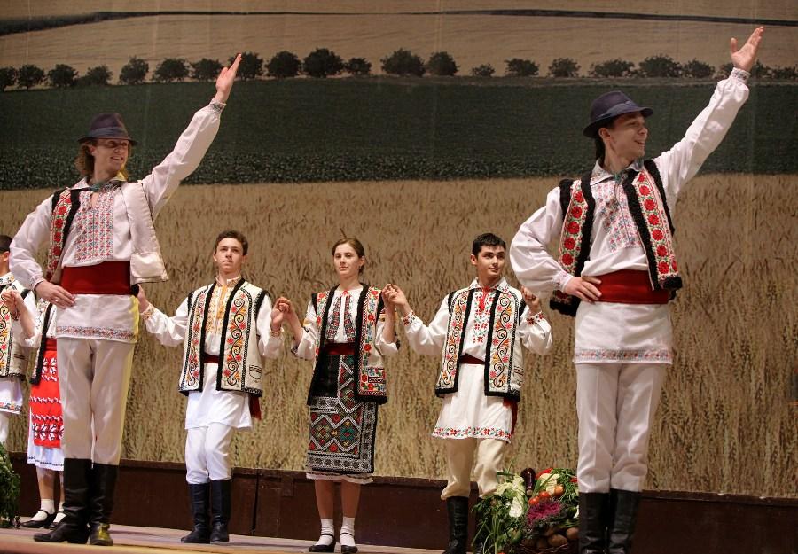 Национальные одежда молдавии