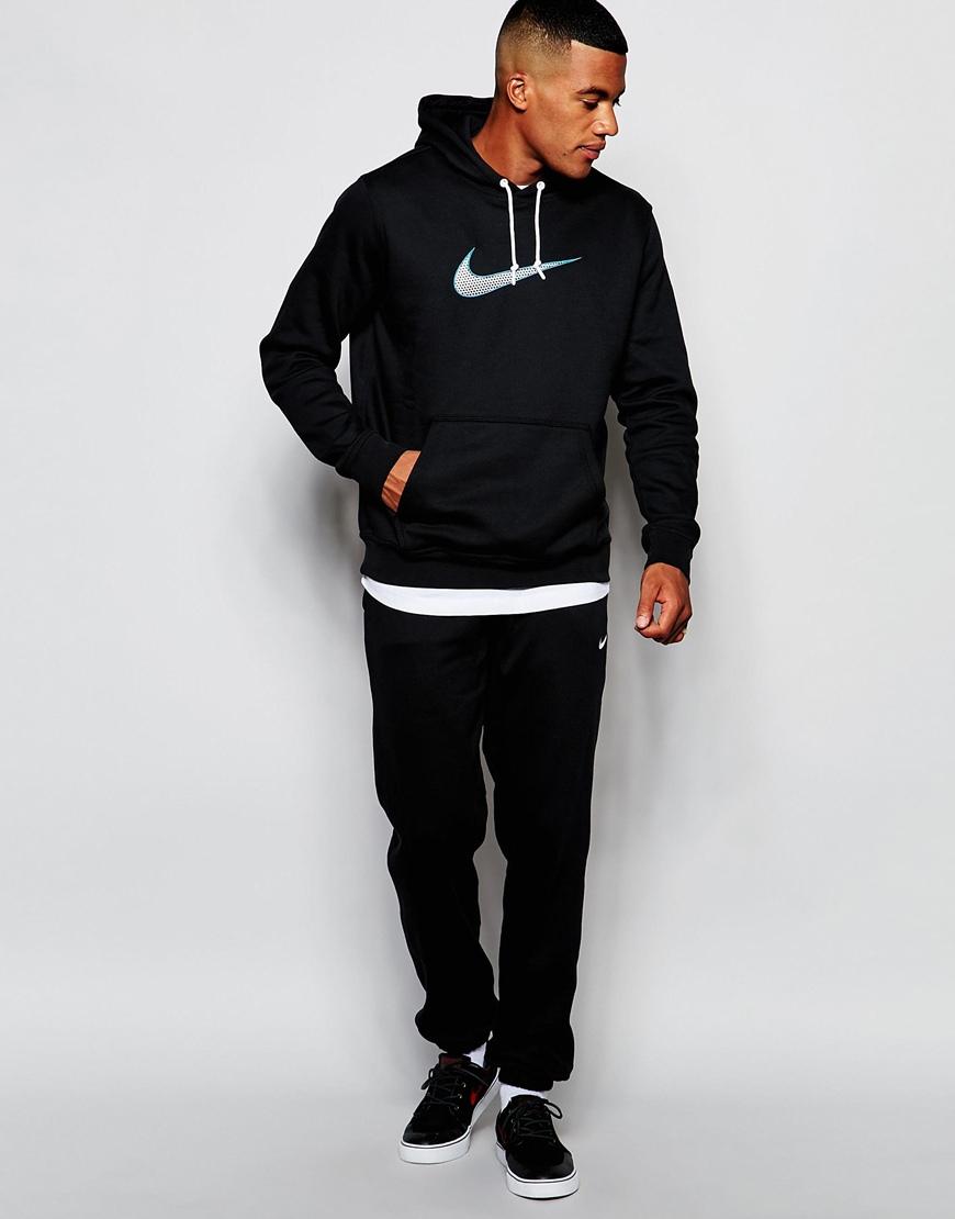 3720f895a1d6 Одежду с такими характеристиками обычно выпускают всемирно известные  спортивные бренды, одним из которых является Nike.