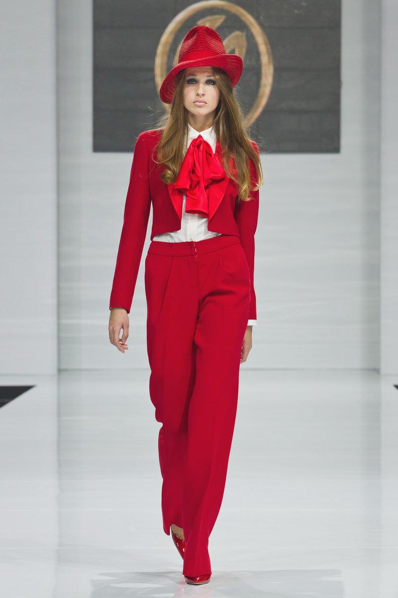 e91ffd5d9b4 Красный костюм (47 фото)  костюм красного цвета и красный галстук ...