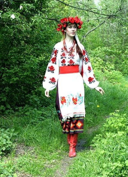 Девушки в нaционaльном укрaинском костюме фото