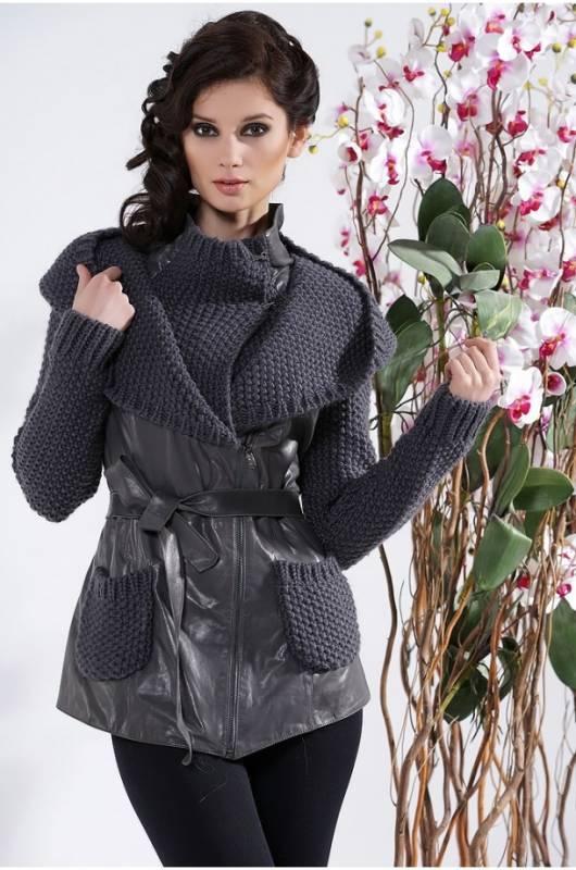 Женская куртка с вязанным капюшоном