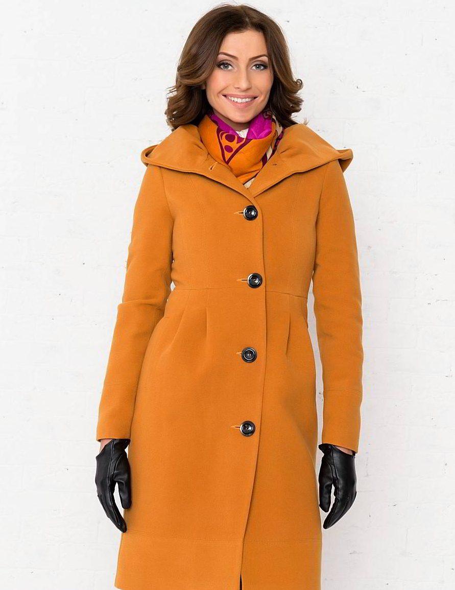 С чем носить зимнее пальто с капюшоном