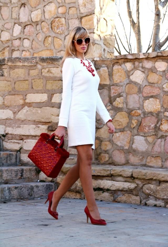 Какие колготки одеть под белое платье