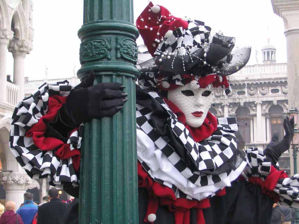 Карнавальные костюмы в Санкт