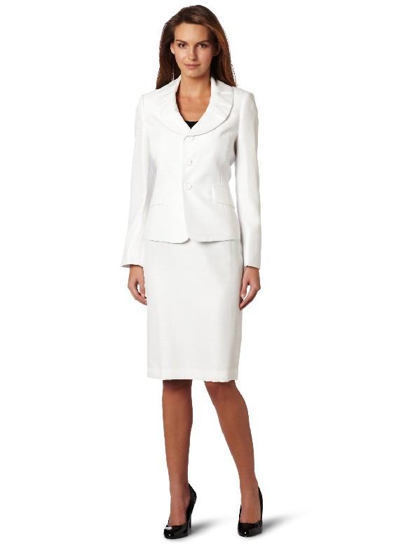 Классический женский деловой костюм