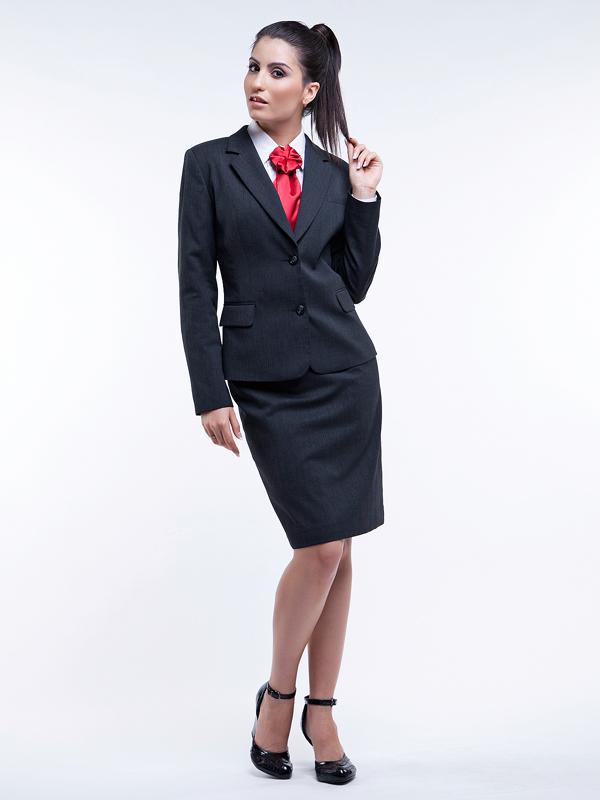 Классические женские черные костюмы