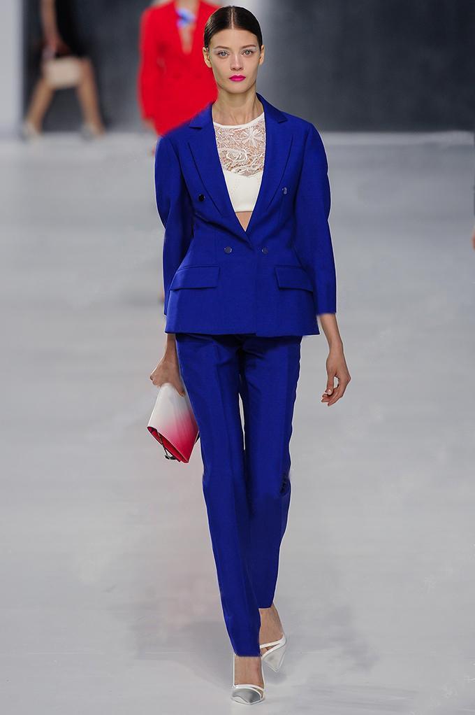 фото женский синий костюм