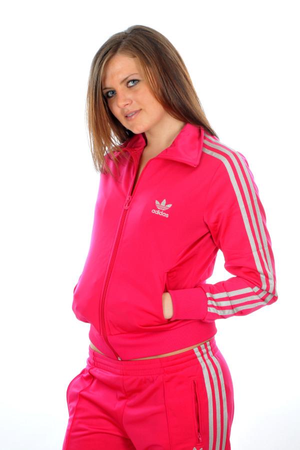 Розовый спортивный женский костюм адидас