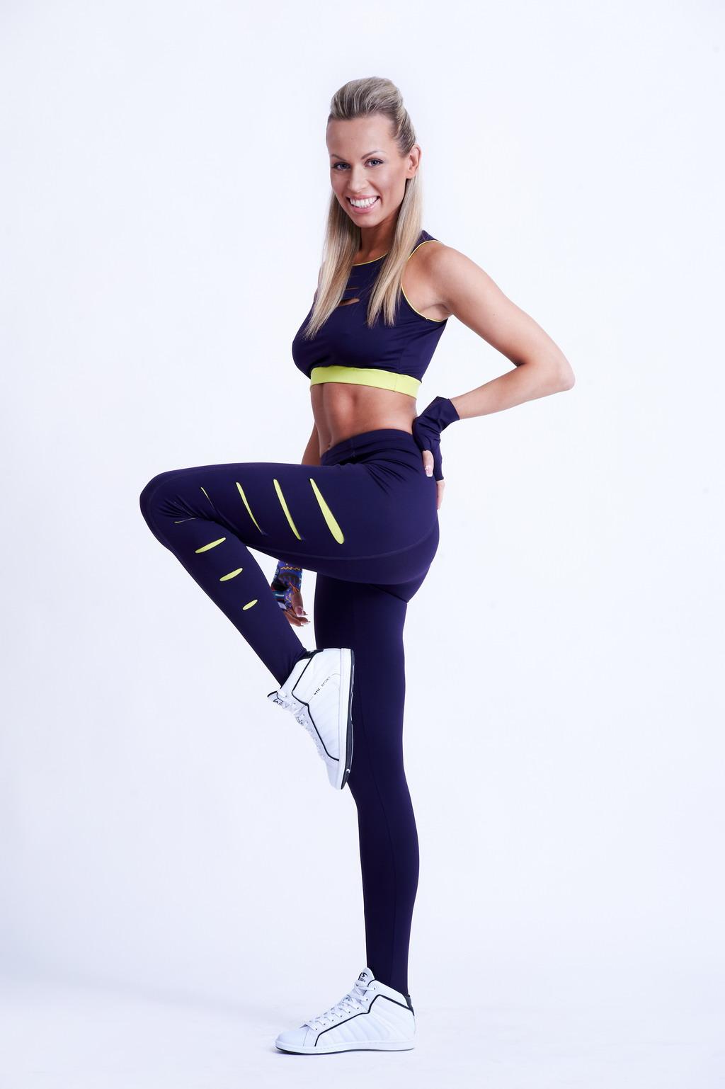 Костюм для фитнеса (61 фото)  фитнес в специальном костюме с ... 5dfb8cd5f99