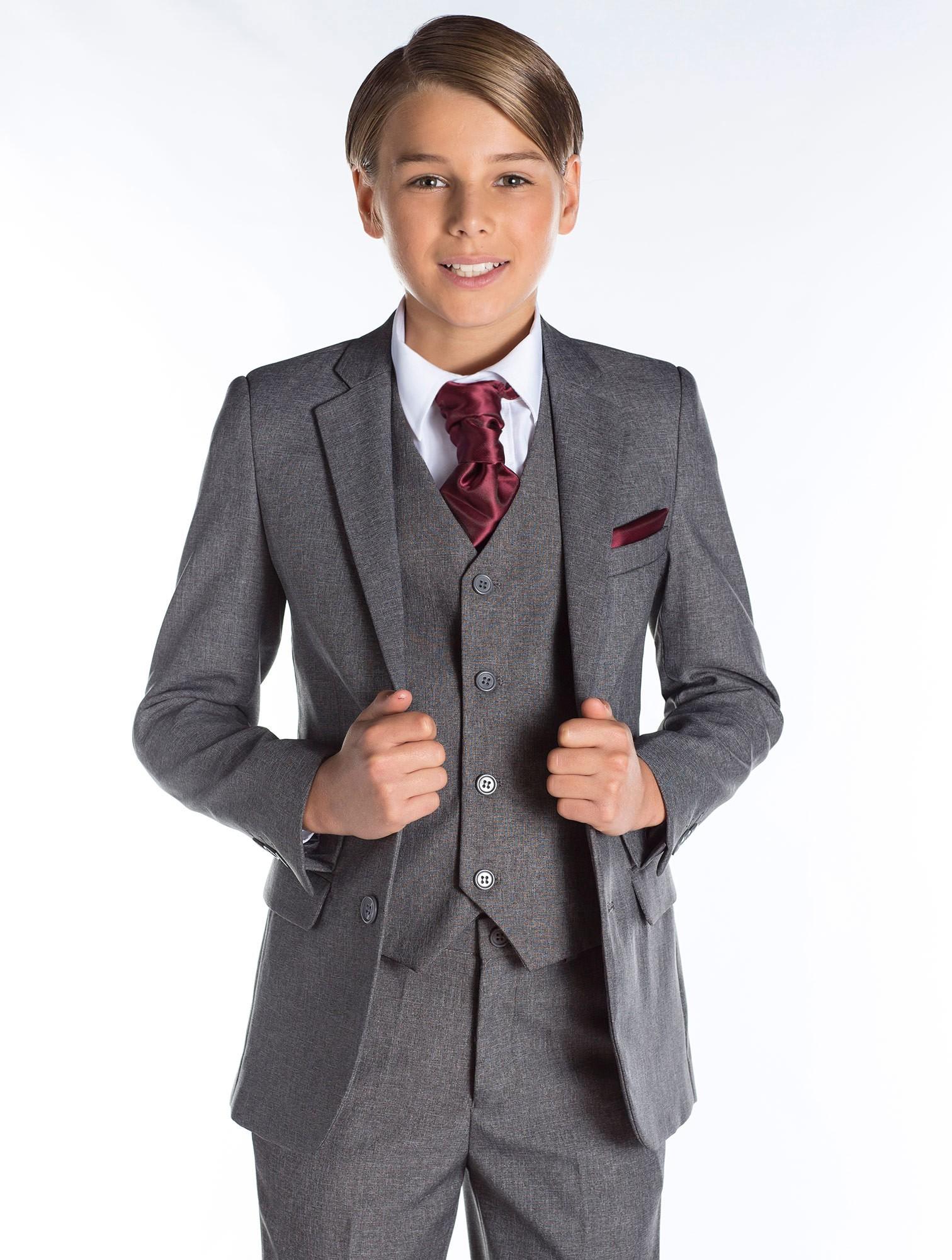 Модный серый костюм для мальчика