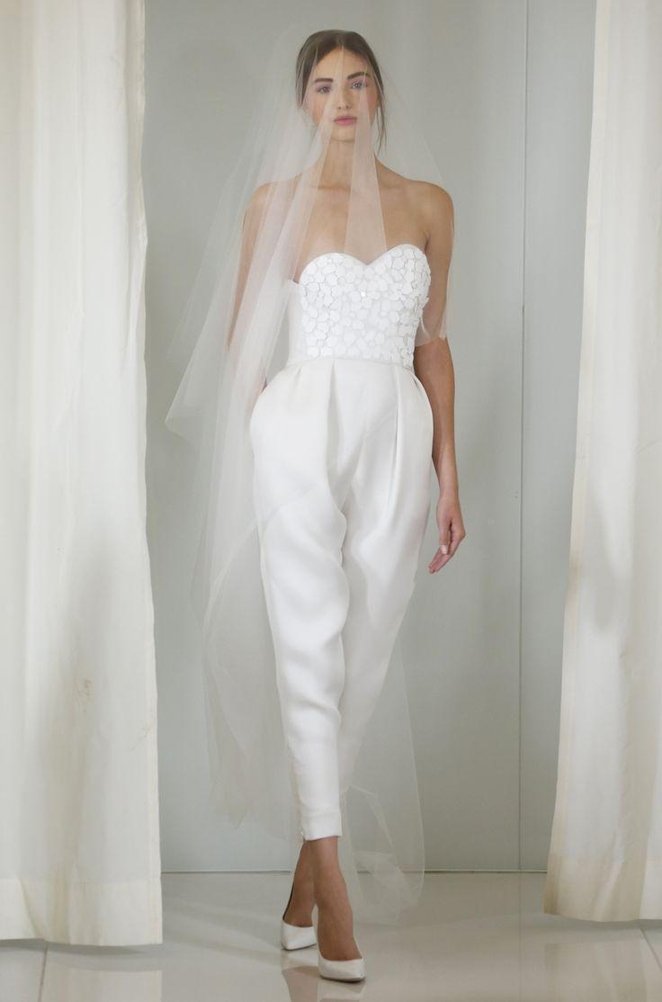 Костюмы платья на свадьбу