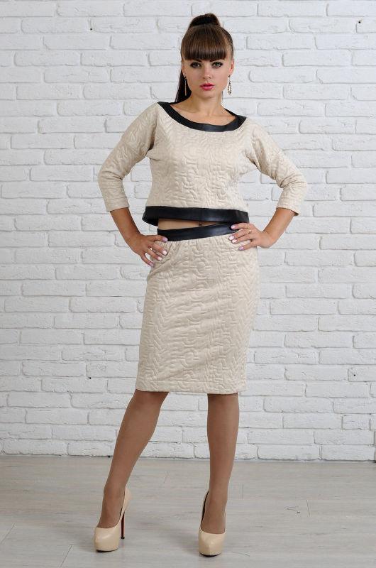 Женский костюм с юбкой из трикотажа фото