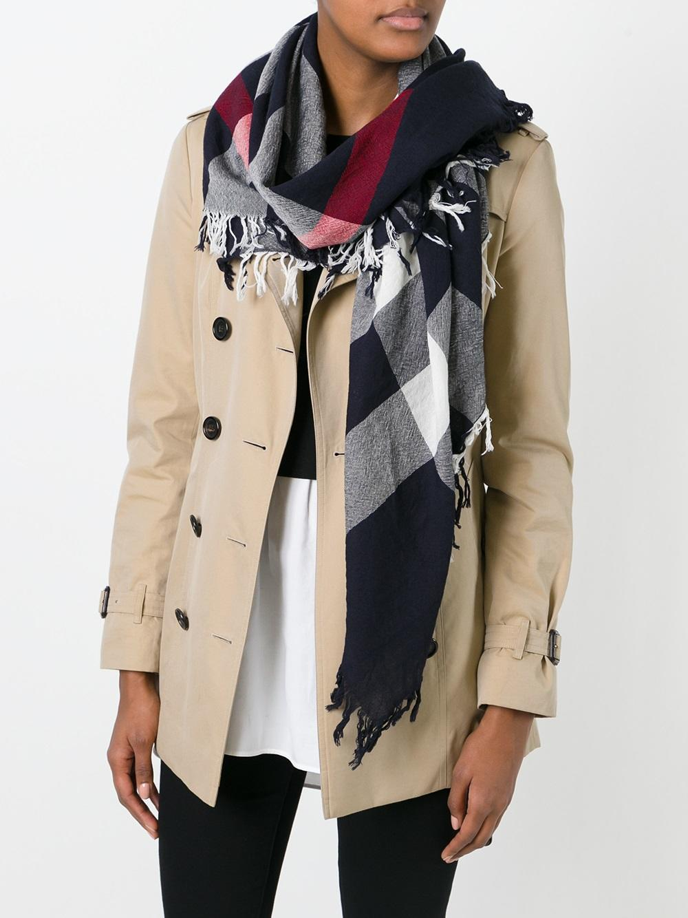 221a70576a26 Клетчатый шарф также стал лицом брэнда, символом респектабельности,  показателем уровня жизни его владельца.