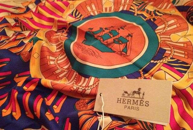 Мошенники нередко забывают о маленькой детали – ударении, которое падает на  вторую букву e в слове Hermès. 9dcf92425a3