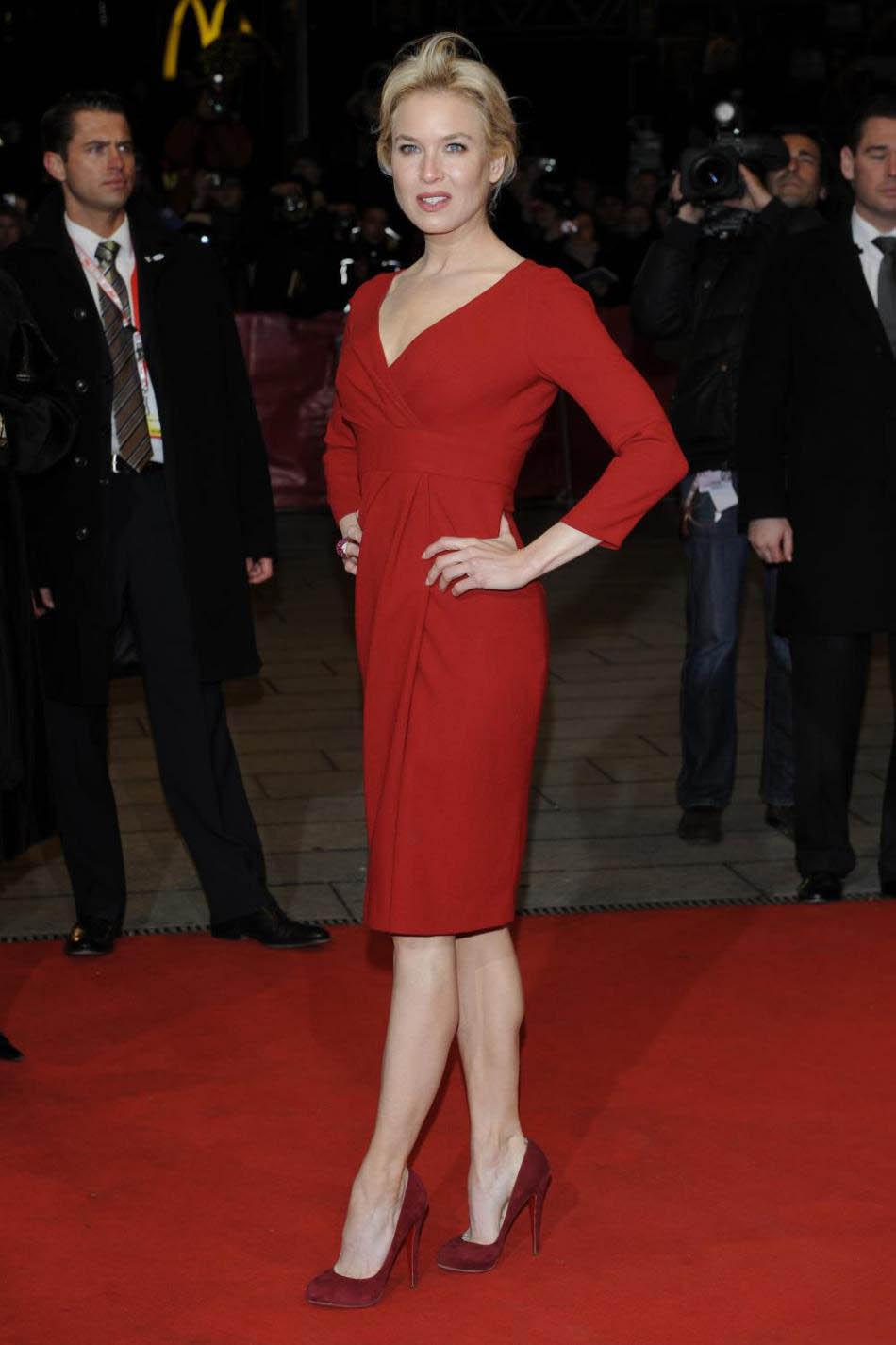 Красное платье с цветами с чем носить фото