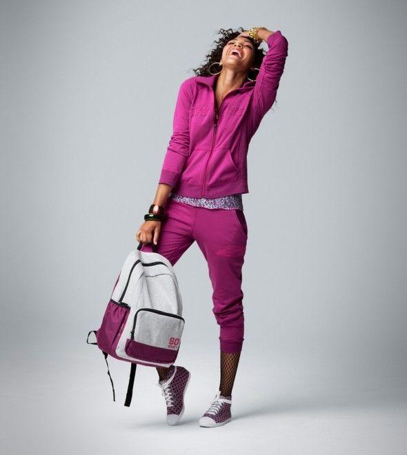 2551de0d6eda Спортивная обувь давно стала модной составляющей гардероба любой стильной  девушки. Сникерсы - это нечто среднее между кроссовками, кедами и ботинками.