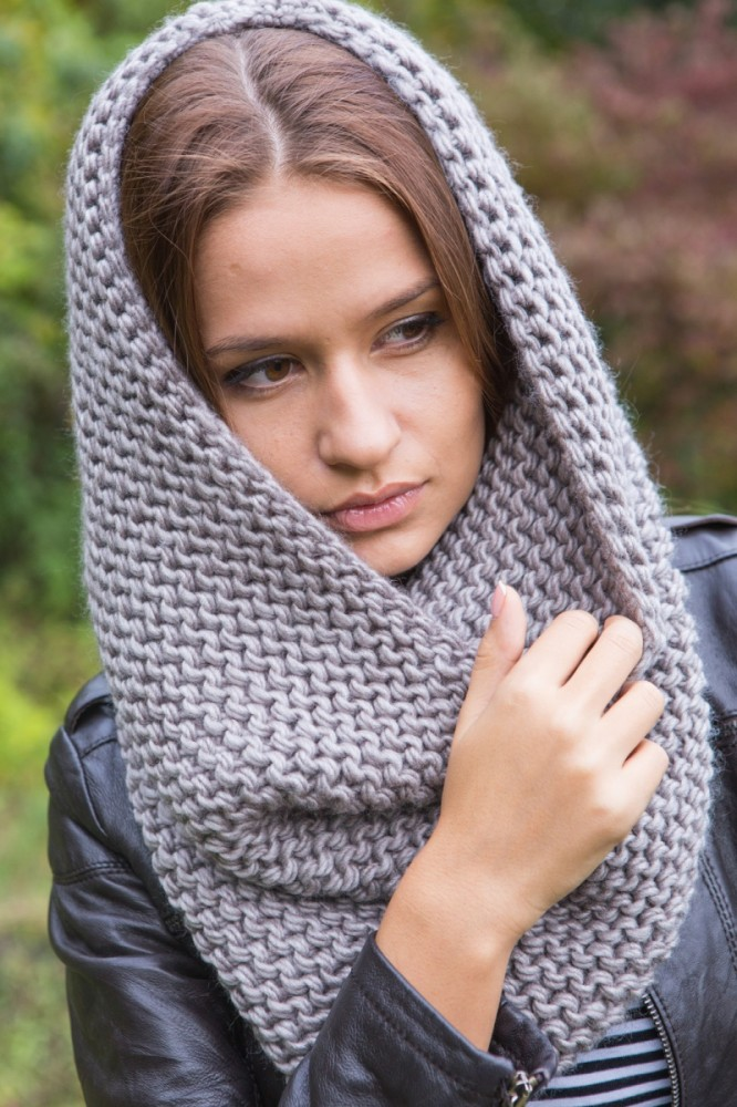Связанная спицами шарф труба
