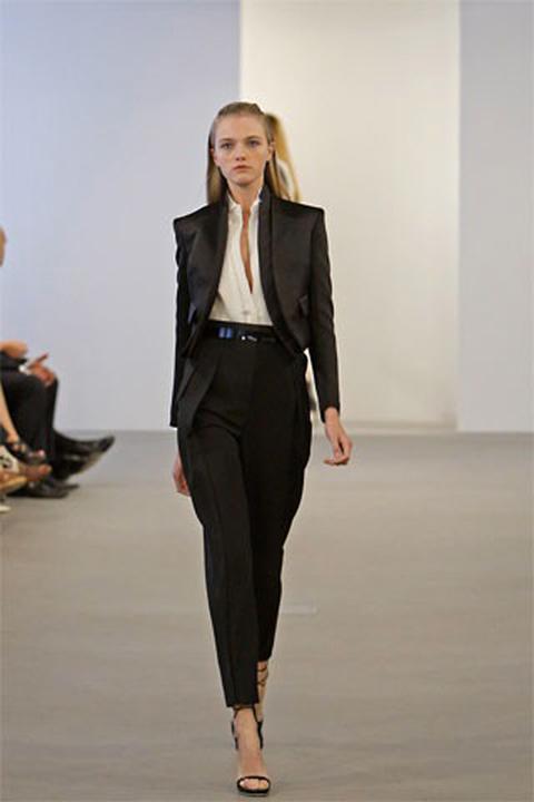 f744109b34c В эпоху торжества феминизма женщины позаимствовали массу интересных  предметов мужского гардероба. В их числе оказался и фрак.