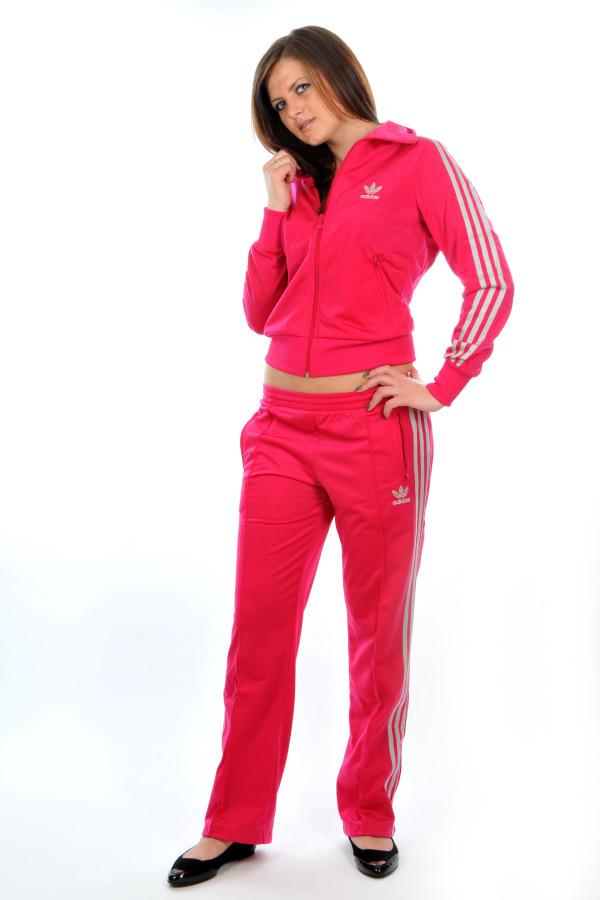 Оригинальные спортивные женские костюмы