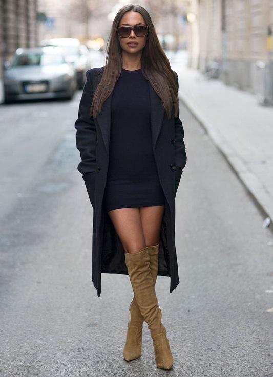 Госпожа в ботфортах в черном