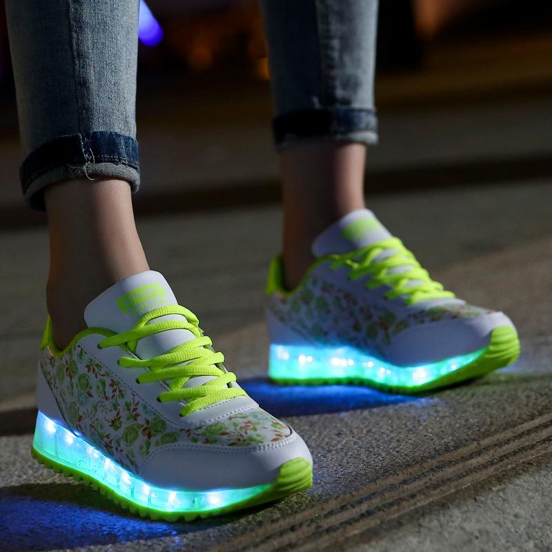 Кроссовки со светящейся подошвой для девочек  сколько стоят детские  кроссовки с подсветкой на колесиках 077027d81dc