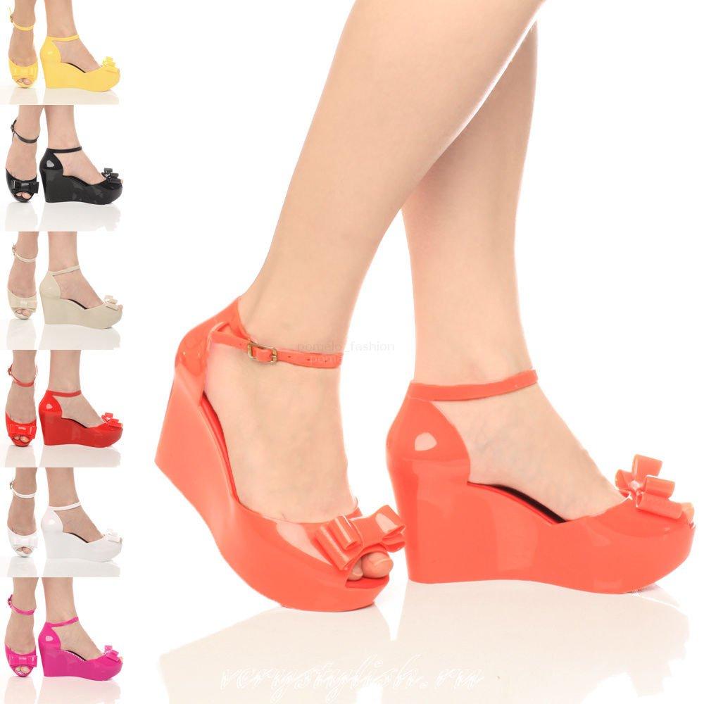 Резиновые босоножки – удобная и оригинальная обувь для модниц картинки