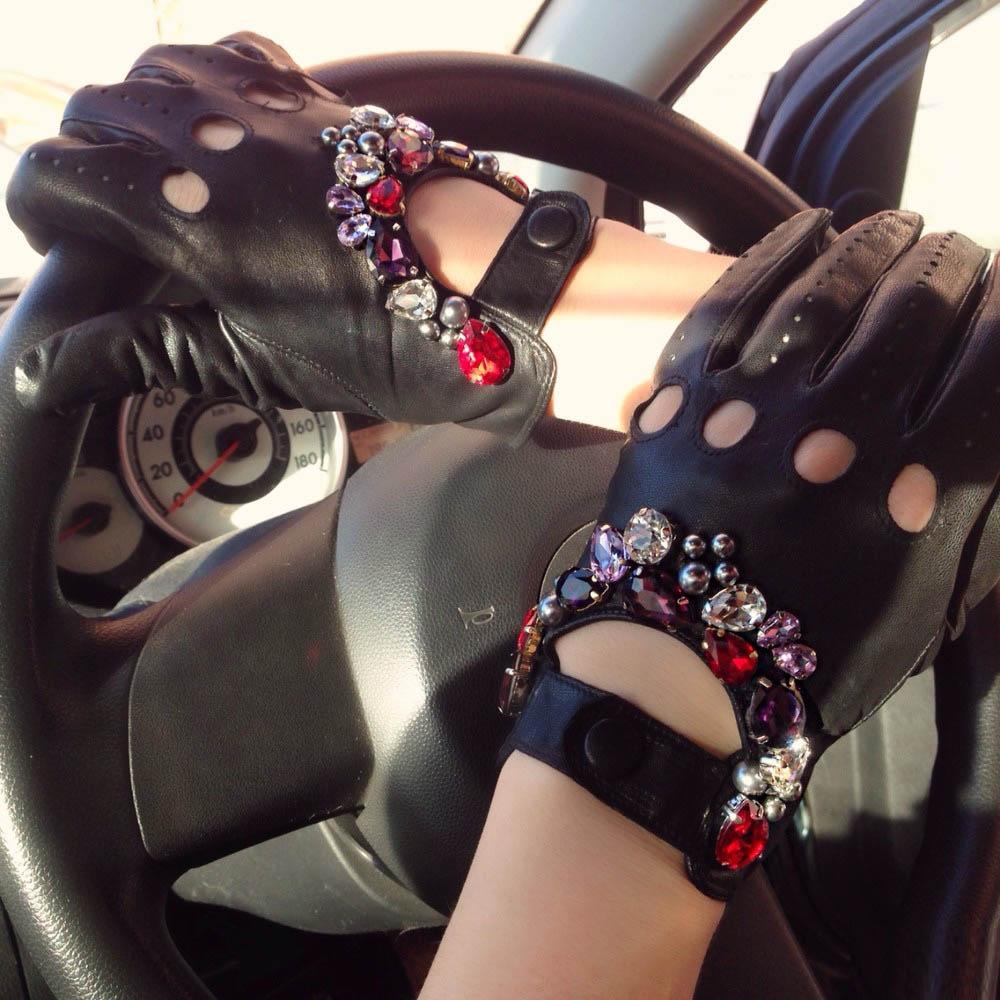 Как украсить перчатки стразами своими руками 11
