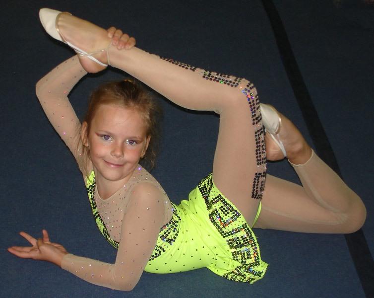 Гимнастический купальник с юбкой  модели с юбочками для для художественной  гимнастики cd6ba9263f198