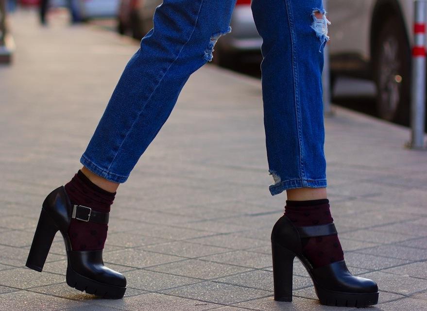 71167e63c0e40 Однако, чтобы не выглядеть нелепо в таком ансамбле, нужно научиться  правильно выбирать капроновые носки.