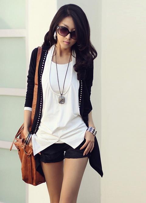 90adc6bf960 Корейский стиль в одежде для девушек сильно отличается от европейского.  Корейская мода очень практичная