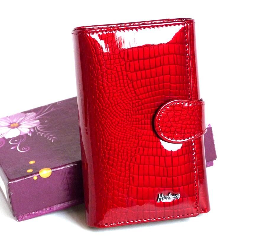 00e47e19e79a Позитивная психология призывает носить в собственном кошельке красного цвета  пару действенных талисманов вроде однодолларовой купюры, перевязанной  красной ...
